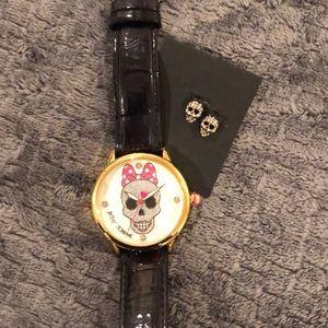 Betsey Johnson skull watch set *needs battery*